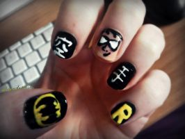 Robin nails by InvaderLia