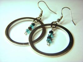 Hoop earrings with beads by Goku-Kaji