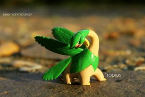 Poke-Shoot : Tropius by MayaIdanan