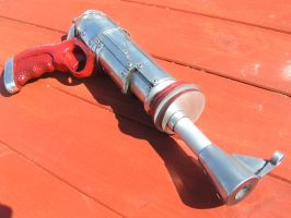 a commissioned ray gun prop by faustus70