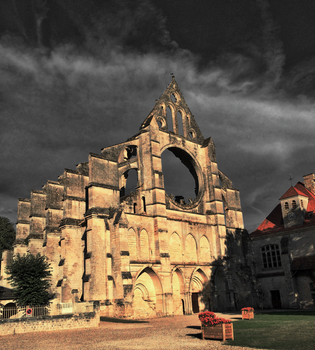 A very gloomy version of the abbey de Longpont by Fingal-Grey