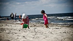 Children on the beach by VillemoCorleone