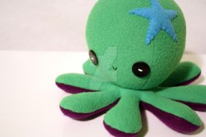 Custom green octoplushie by jaynedanger