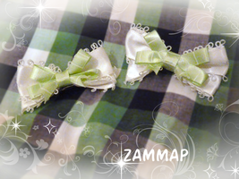 Pea Striped Bow by zammap