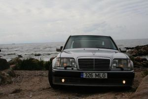 Mercedes - Benz 500E shoot by ShadoWpictureS