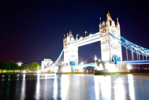 Tower Bridge by Vito-Hunter