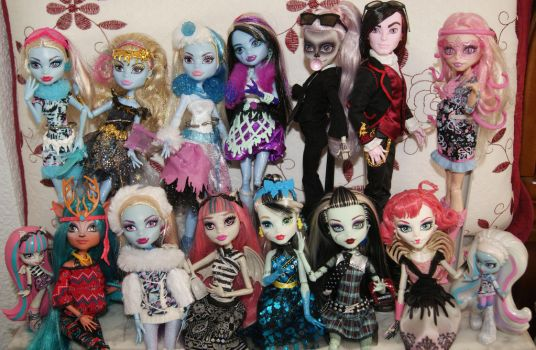 Monster High Family by Storm-of-Bagels