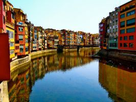 Girona in the Summer by hannahkeziah
