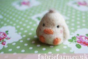 MINIATURE NEEDLE FELTED TUFTY LITTLE CHICK by fabricfarm