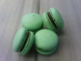 Green macaroons by snaplilly