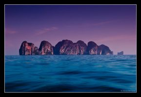 Phi Phi Islands by beardedsoul