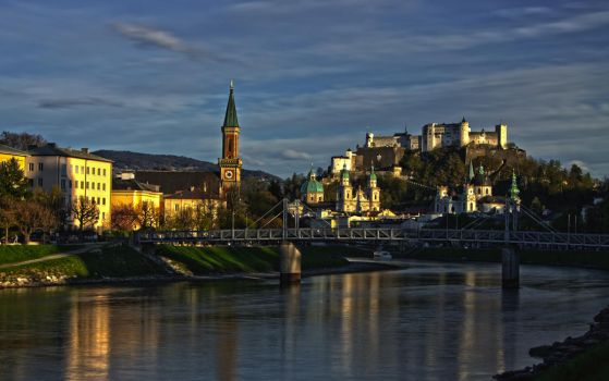 salzburg in the evening by DoWhoRanZone