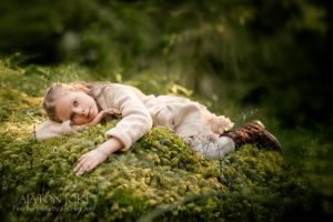 Bed of moss by Aixchel