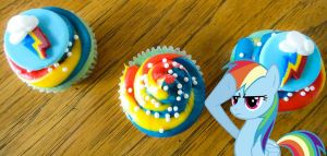 20% Cooler Rainbow Dash Cupcakes by LadyGryffindor