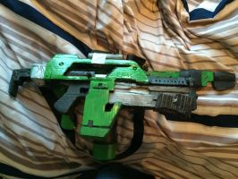 Cardboard Ripley's pulse rifle and flamethrower by EJLightning007arts