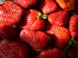 Strawberry by Camiluchan
