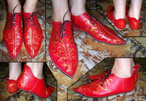 Red Gothic shoes by scargeear