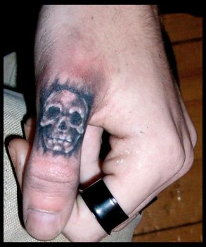 Thumb skull by DarkArtsColective