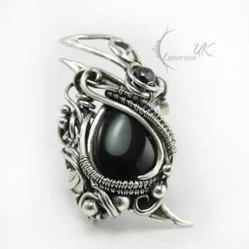 AXAVILH - silver , black onyx and spinel (ring) by LUNARIEEN