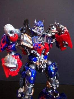 Optimus Prime ala Bruce Lee by laspongols