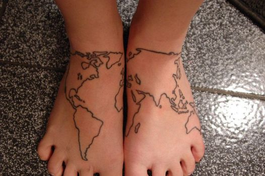 the world is at my feet. by drag-queen-of-hearts