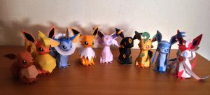 Eevee's family (papercraft) by Elenwae
