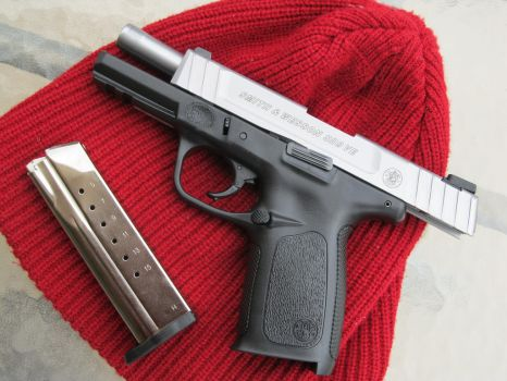 Smith and Wesson SD9VE with Magazine by Xanionot